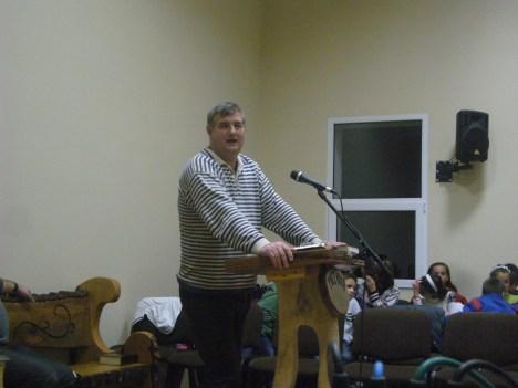 Fr. Nicu in Biserica din Sterpoaia