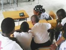 Copii si profesori scoala Surzi Tanzania