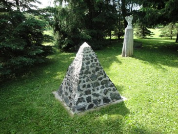Magnetite Pyramid 1