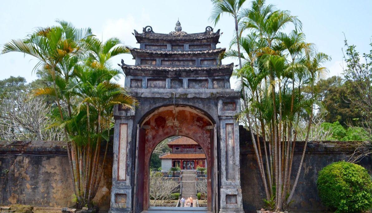 exploring asia - hue temple hopping