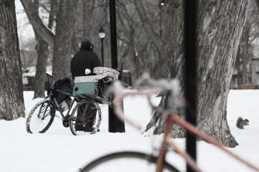 2014-05-Life-of-Pix-free-stock-photo-bike-snow-homeless (800x533)