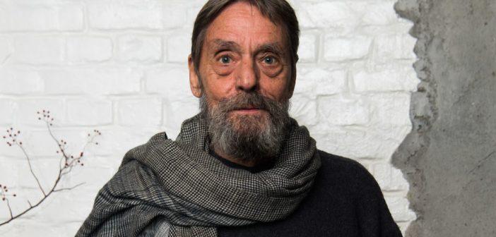 Ulay, pioneiro da performance de arte e lendário parceiro de Marina Abramović, morre aos 76 anos