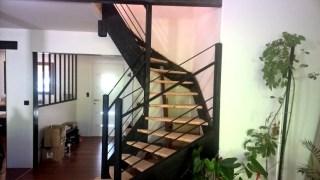 TOUFER METAL - Escalier sur mesure intérieur en métal et bois et garde-corps assorti