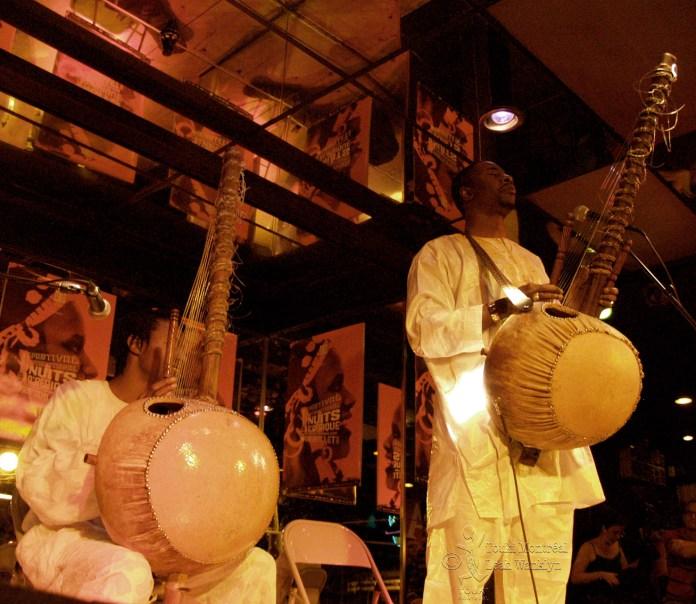 Touki Montréal. Diely Mory et Balla Tounkara au festivals Nuits d'Afrique. Photo : Leah Wanklyn