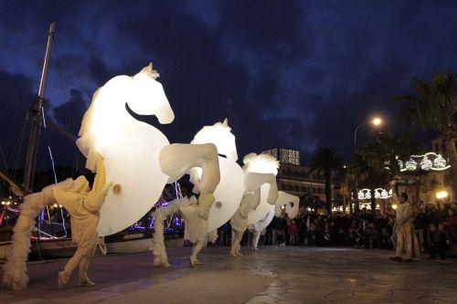 "Parade lumineuse ""Fiers à cheval"" à Sanary"
