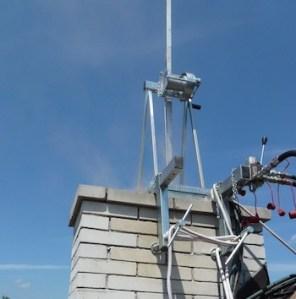 fréza na komíne počas frézovania komínov