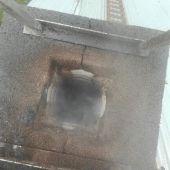 starý komín počas opravy