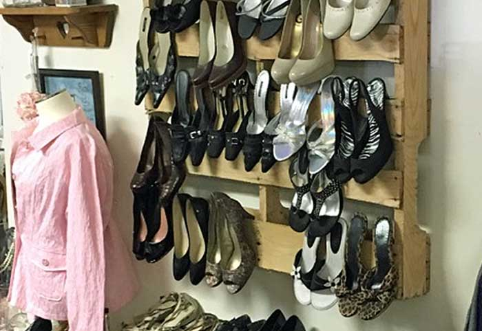 pallet shoe display