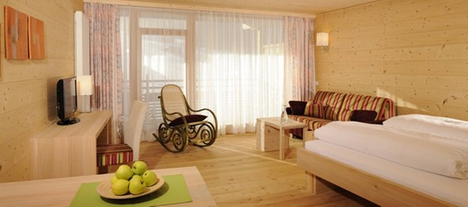 Gästezimmer des Holzhotel Forsthofalm