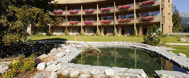 Pool des Holzhotel Forsthofalm