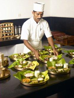 Im Kalari Kovilakom werden die ayurvedisch zubereiteten Speisen in Form eines typisch indischen Thalis gereicht Bildnachweis Kalari Kovilakom