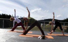 Yoga mit Zugspitze im Hintergrund