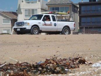 Auto eines Lifeguard am Seal Beach an der Küste von Los Angeles