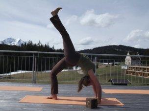 Yogalehrerin Verinika Rössl im Kransbach