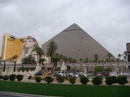 Das Luxor Hotel bei Tag