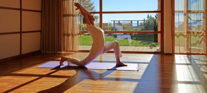 Yoga-Meisterin GenKi - sie bietet spezielle Yoga-Stunden und Meditationen