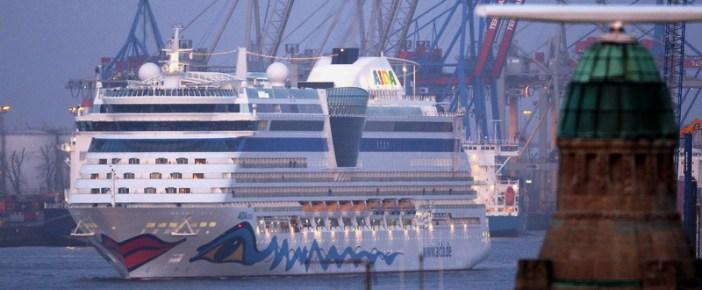 AIDAluna läuft in Hamburg ein