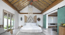 Fairmont_Maldives_Sirru_Fen_Fushi_Beach_Villa_Premium_Bedroom_E_0003