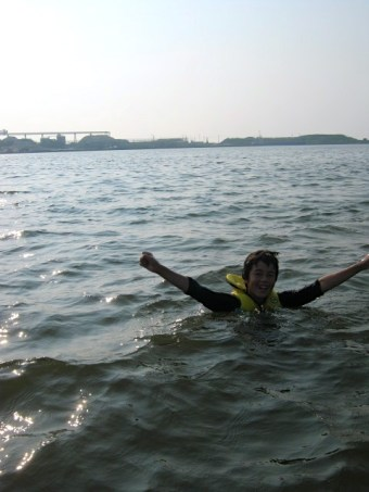 """Taiga's """"I did it!"""" pose after water skiiing"""