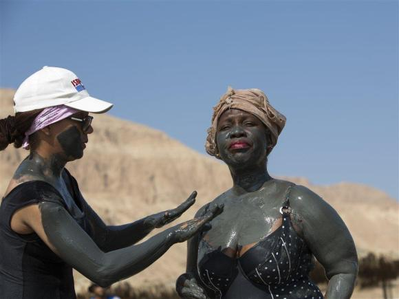 Spring & summer - dead sea tourists with mud from goisrael.com by Itamar Grinberg