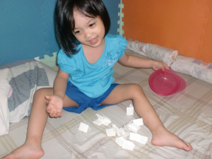 Of course, she won't end it without making kalat! Outfit: Terranova (shirt and shorts)