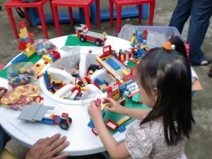 My daughter enjoys building Lego figures, and enjoyed it more while in the midst of those big Lego masterpieces.