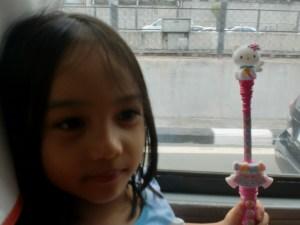 Aria and Touringkitty on the bus along EDSA.
