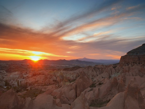 Sunset_Badlands_National_Park_South_Dakota