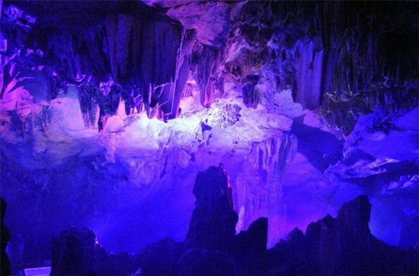 Reed_Flute_Cave_China_03-728x481
