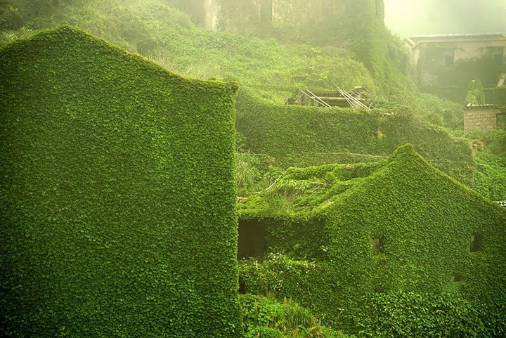 abandoned-village-in-chia-overtaken-by-nature-2