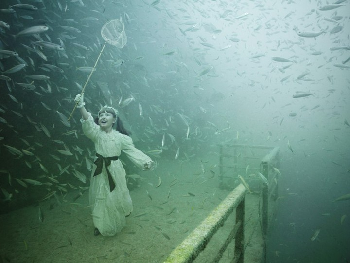 underwater exhibition art photography (1)