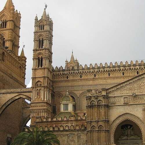Ingresso laterale della cattedrale di Palermo