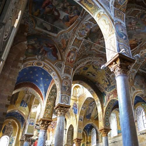 Interno della Chiesa della Martorana con affreschi