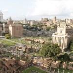 Die schönsten Aussichtspunkte Blick vom Kapitol zum Forum Romanum