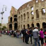 Queue at the colosseum