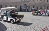 Sightseeing by golf cart in Rome