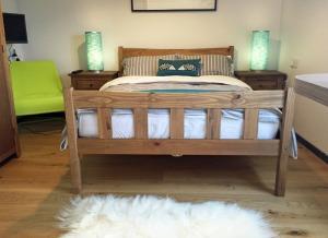 Lily's Pad - Studio Bedroom