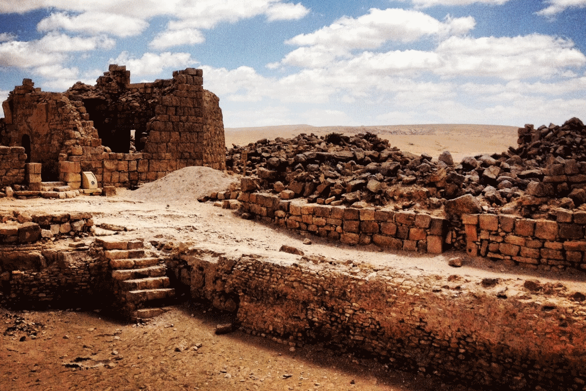 Shivta is located in the wilderness of the Negev Desert surrounded by impressive landscapes