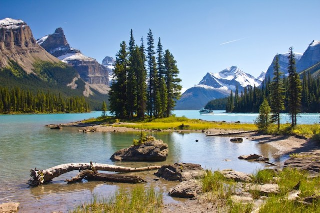 12 Most Beautiful Lakes in Canada (with Map & Photos) - Touropia