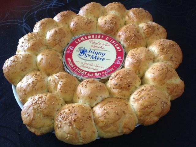 brioche-salee-au-camembert-sortie-du-four