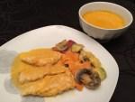 Poulet au curry, légumes vapeur et velouté au lait de coco