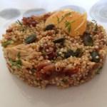 Salade de quinoa, aux maquereaux, à la tomate séchée et l'orange