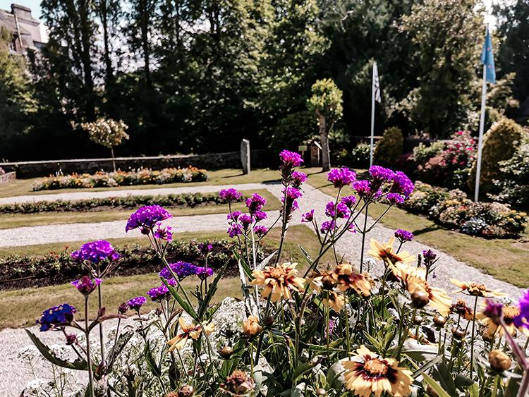 Gouarec, jardin de la mairie