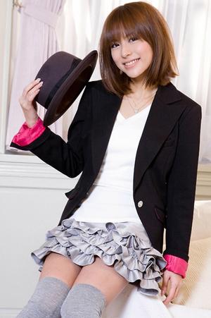 fille-japonaise-en-jupe