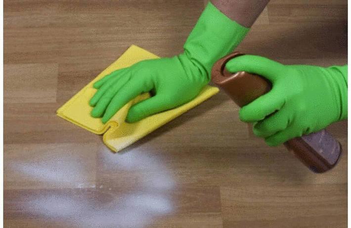 comment enlever les taches sur parquet
