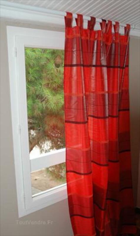 rideau voilage rouge a pattes boursies