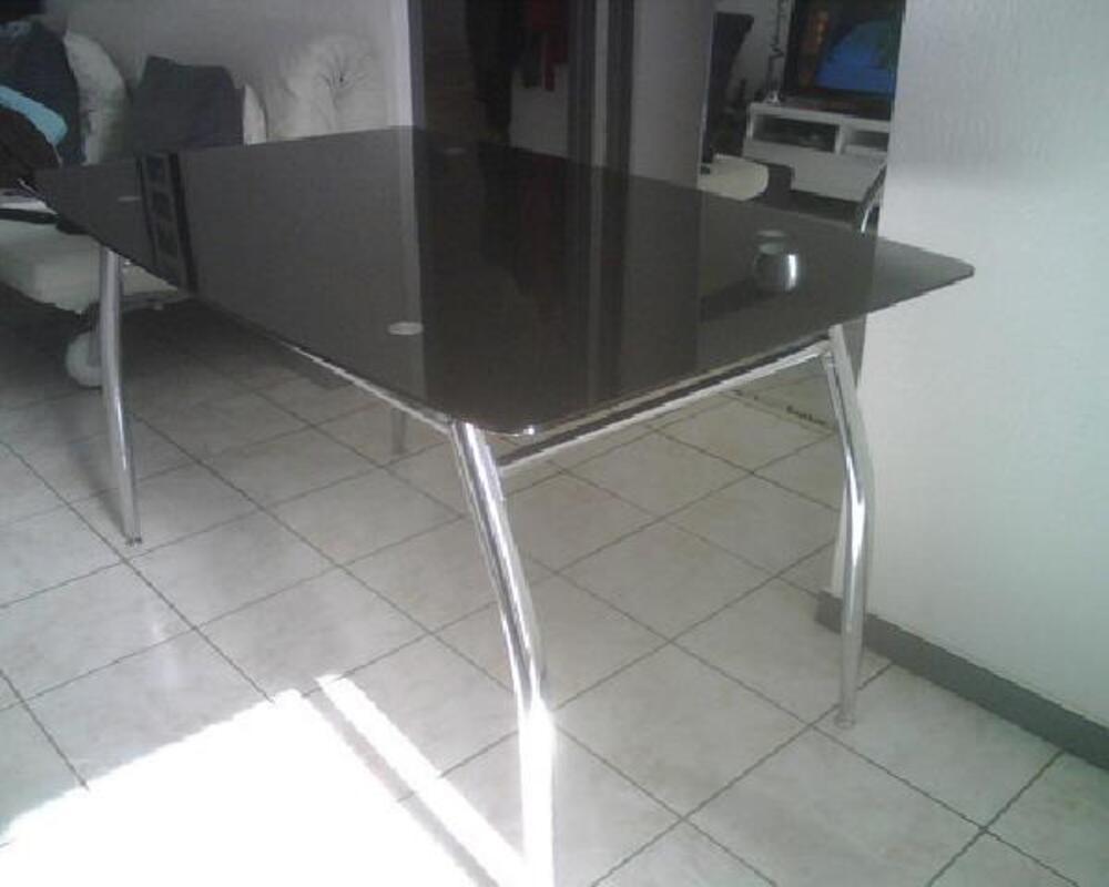 table ou bureau de chez fly ref