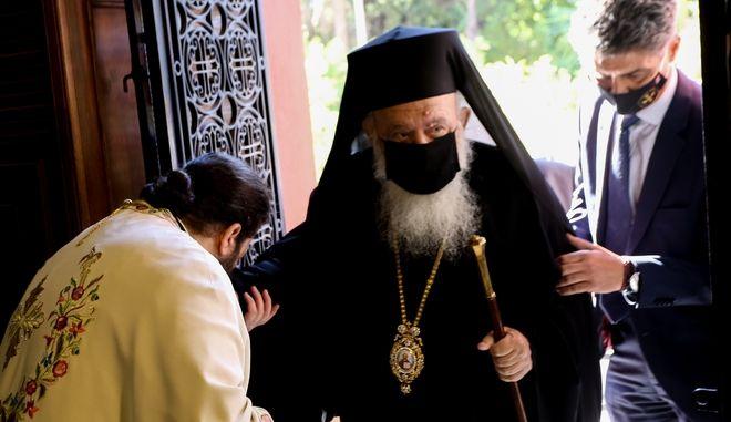 Ο Αρχιεπίσκοπος, το γεύμα στην Ιερά Σύνοδο και ο κορωνοϊός | tovima.gr