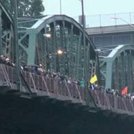 VIDEO: 4,000 People Hold Hands Across Portland Bridge in Epic Show of Solidarity Against Anti-Gay Hate