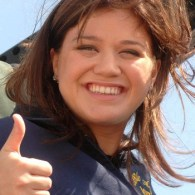 Kelly Clarkson Endorses Ron Paul; Stunned By Backlash